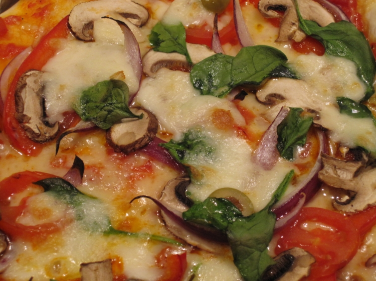 Spinach, Mushroom, Red Onion, Cheese & Tomato pizza
