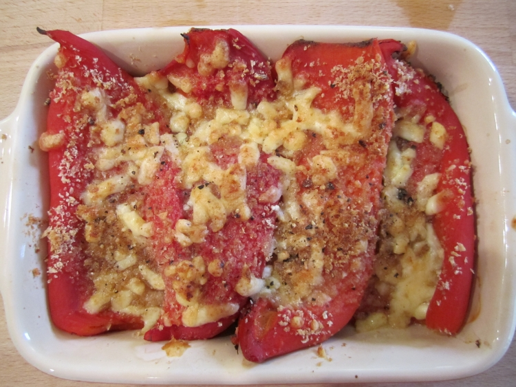 Stuffed peppers with cheese and breadcrumbs